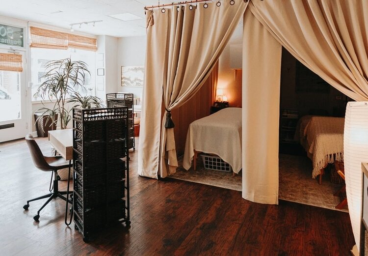 Ocean Jasper Wellness is a spa and wellness center that focuses on facials, therapeutic massage, reiki healing, henna tattoos, eyebrow shaping, manicures, pedicures and more.