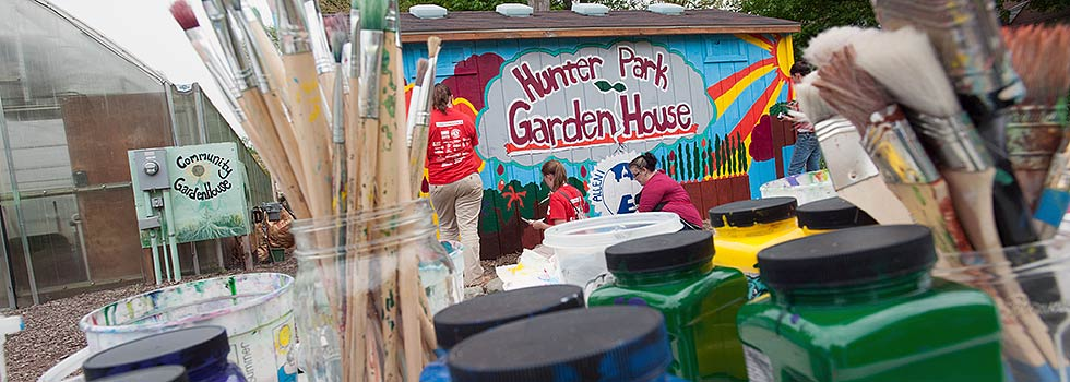 Mural Painting at the Hunter Park Garden House- Photo �Dave Trumpie