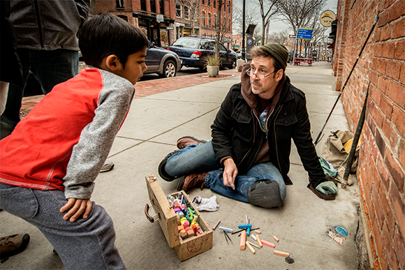A young fan asks David Zinn about his drawings