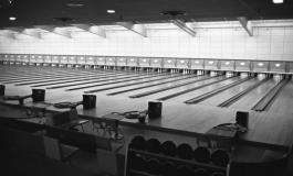 Archival photo of Colonial Lanes' interior.