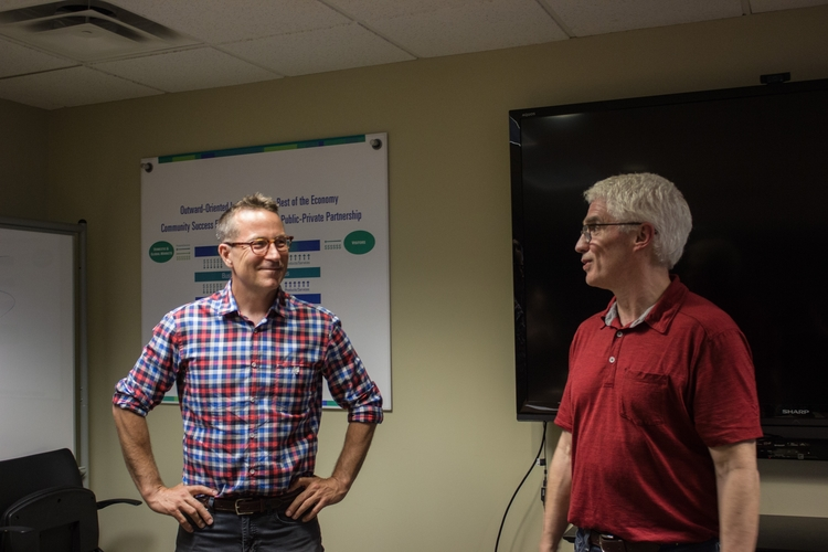 Groundspeed founder Jeff Mason and Center for Digital Engagement director Bud Gibson at a weekly clinic.