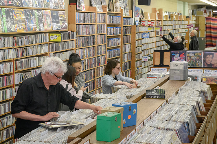 Robert Pollard of Guided By Voices shopping at Encore Records