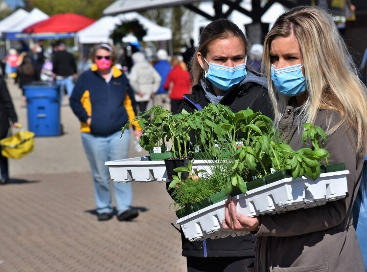 Holland Farmers Market is asking customers to wear masks or facial coverings.