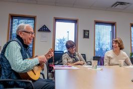 A social and educational group for Spanish-speaking clients at Turner Senior Resource Center.