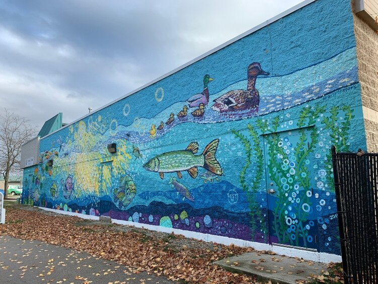 This Joel Schoon-Tanis mural is on the Cruise and Travel Experts Building, which fronts on Savidge/M104, in downtown Spring Lake. (Bruce Buursma)
