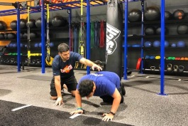 Trainer working with member at Crunch Fitness