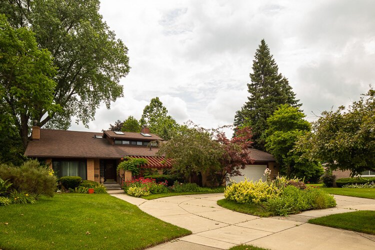 Mid-century modern homes in Southfield. Photo by David Lewinski.