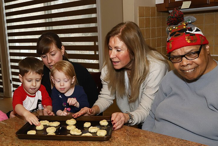 Julie Rosenbaum with Pearl and Simon Rosenbaum and Randi Sakwa with a client at the JARC Nusbaum house. Photo courtesy Jewish Community Relations Council.