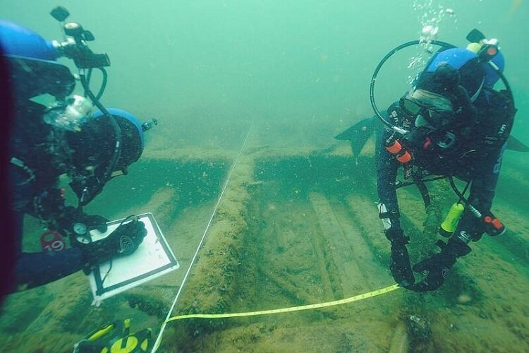 Divers with the NOF survey a Great Lakes wreck.