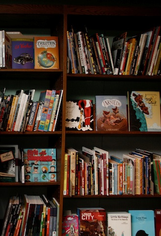 http://www.metromodemedia.com/images/Features/Issue_206/Post2-Bookshelves.jpg