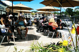 The beer garden at Lake Charlevoix Brewing Co.
