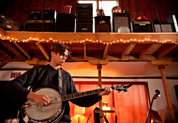 Singer / Songwriter Graham Parsons plays on a banjo at Double Phelix Stuido.