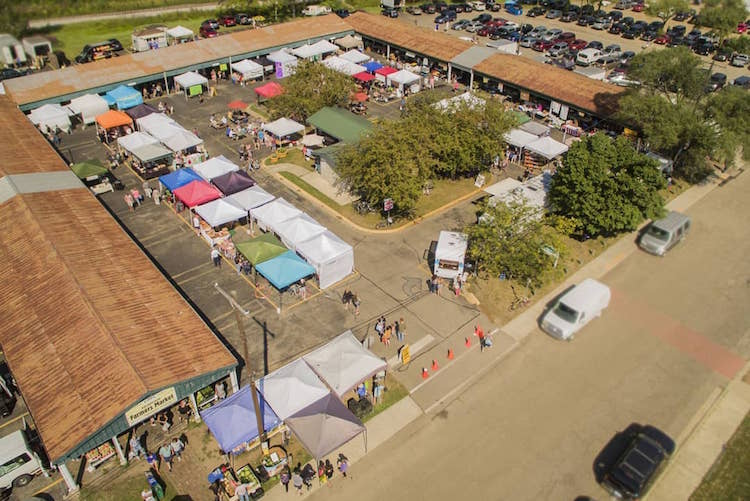 A birdseye view of the Bank Street Farmers Market.