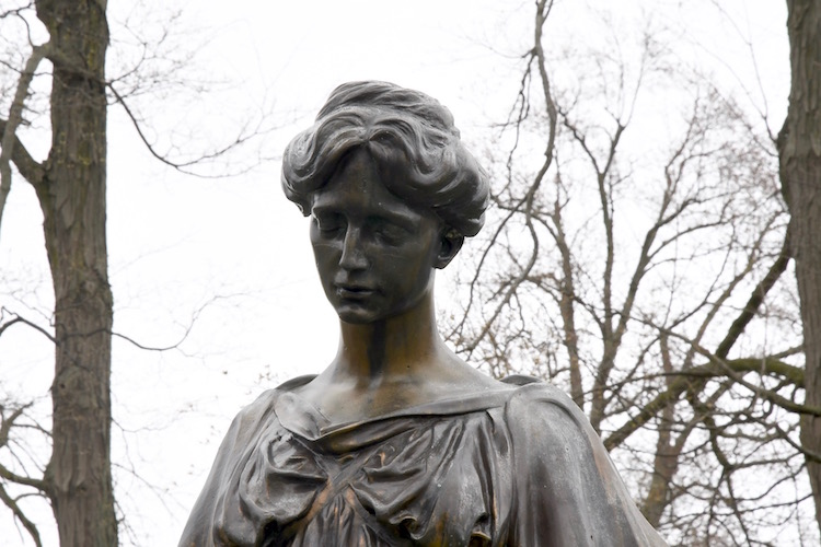 "Famous ""Crying Mary"" at Oak Hill Cemetery"
