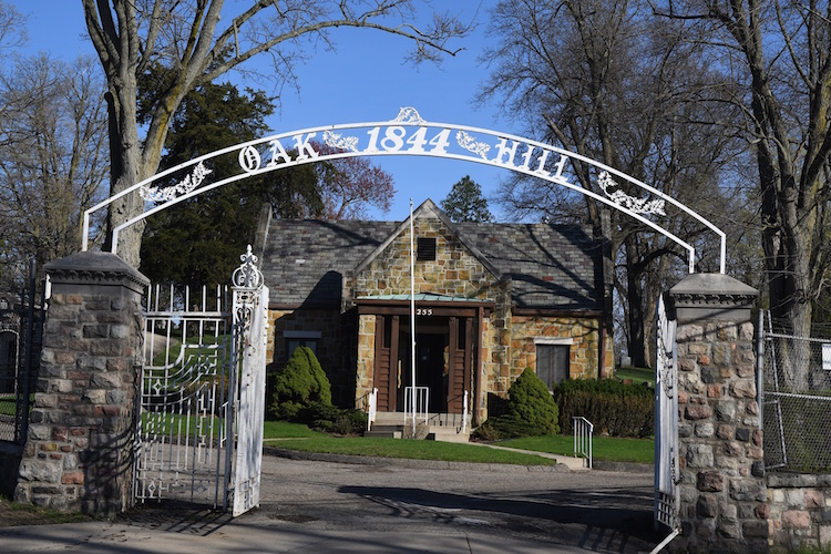 The entrance to Oak Hill Cemetery