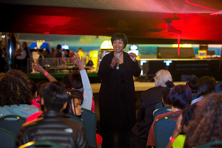 Dr. Mae Jemison meets with students at the Air Zoo