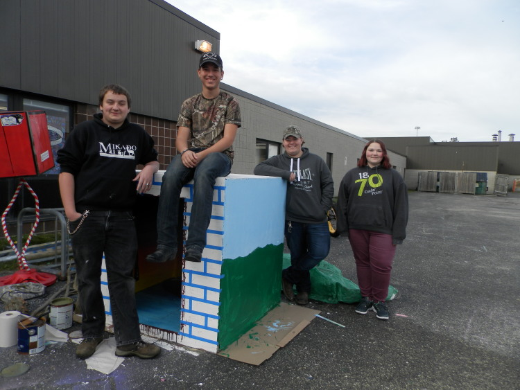 Dalton Formaz, Darrin Richards, Taylor Finley,and Alissa Warrack have one side of the box to express themselves.They have chosen the theme of Alice and Wonderland.