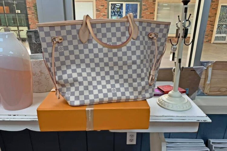 Romans Etc offers high end purses and bags like Louis Vitton and Michael Kors.